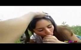 Novinha caindo de boca na pica