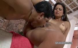 Suzana Rios levando linguada na buceta
