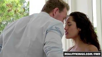 Baixa videos de sexo safada comendo morena gostosa