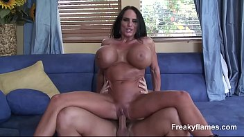 Pornoxxx gata malhada dos peitos gigantes levando rola