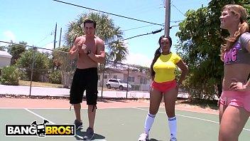 Rabudas provocam machos no basquete e caem na putaria