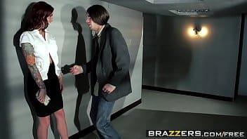Vídeo pornô grátis dotado foda com colega de trabalho