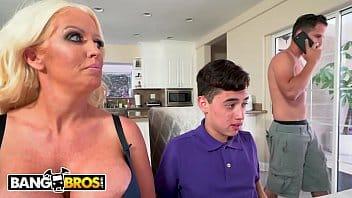 Videos de xexo garoto comendo o cu da tia loira