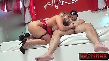 Loirinha amadora transando com seu namorado na cam