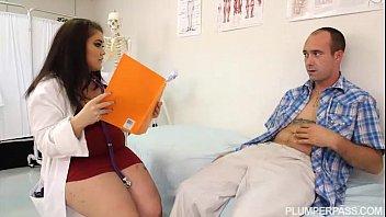 médica gorda de mini saia fudendo com paciente