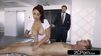 3movs ruiva massagista masturba e meia nove com cliente pauzudo