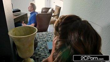 Assistir videos porno gata de óculos chupa e fode com macho