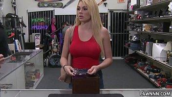 Canal porno loira princesa chupa e dá a buceta