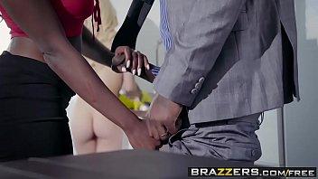 Casa das brasileiras novinha fodendo com casal de negros