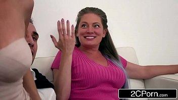 Download videos de sexo dotado comendo o cu da loira