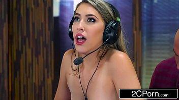Filme de sexo loirinha fodendo no campeonato de game