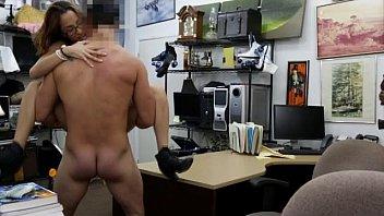 Gera sexo com gata nerd levando na buceta no escritório