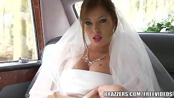 Goxtosas dando cu para noivo no carro antes do casamento