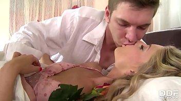 Jujuzinha loira tomando piroca do namorado