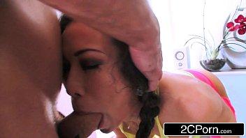Mulher fazendo sexo com homem tarado mascarado
