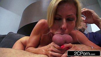 Porno louco madura peituda engolindo pica na boca