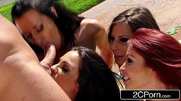 Porno para mulheres lésbicas se esfregam e chupam macho na rua