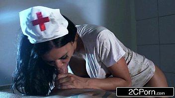 Porno sexo enfermeira gostosa chupa e cavalga na piroca