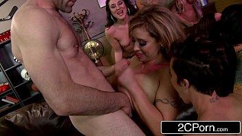 Porno tub festinha com muito sexo oral e pau nas xotas