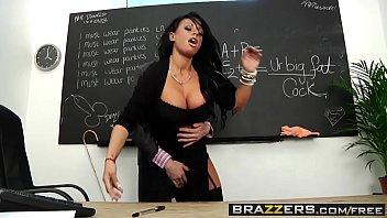 Red tuby diretora foda com professor na sala de aula