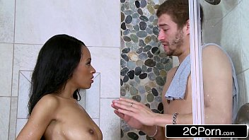 Sexo brasil mulata chupando cunhado dotado no banho