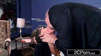Sextub macho soca rola na boca da psicóloga peituda