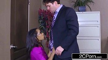 Sexual club secretária puta pega patrão no meio da reunião
