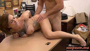 Site de sexo peituda tatuada chupa e leva piroca grossa