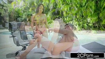 Uol sexo espetacular com morena tesuda na beira da piscina
