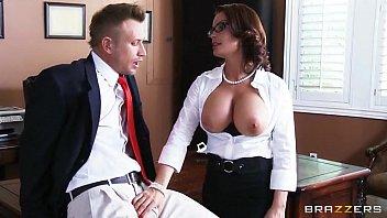 Videos pornografico secretária mostra os peitões fode