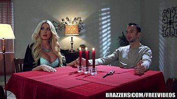Vidios pornô loira fode na mesa do jantar a luz de velas