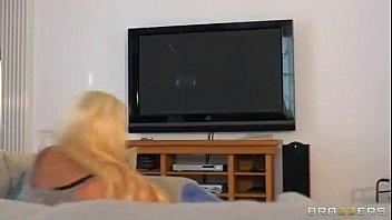Xx videos de sexo loira encarando rola gigante