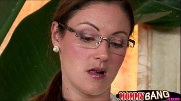 Xxx videos com mãe que pegou no flagra na putaria com a namorada