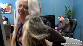 Youporn loira cavala trepando na sala da empresa