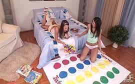 Amigas ninfetas de 18 anos fazendo sexo lésbico