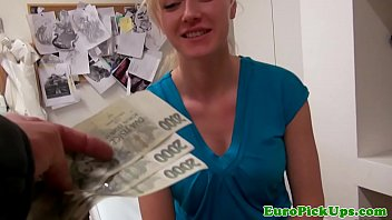 Bate papo uol safada mostra seios por dinheiro