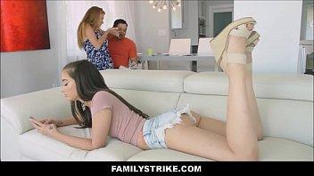 Fudendo a filha da esposa safadinha