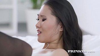 Nxxx Asiática tesuda encara pica preta na buceta