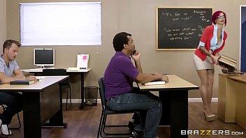 Porno BR professora seduz e fode com aluno tarado na sala