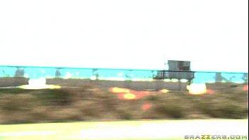 Redutb fodendo morena cavala da praia