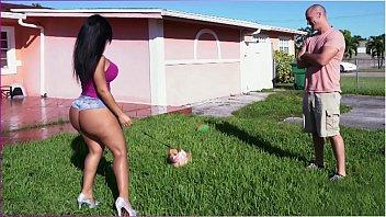 Sexo brasileiro da gostosona de short que estava na bunda