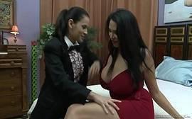 Sexo maravilhoso com duas lesbicas bem tesudas que adoram mesmo fazer putaria