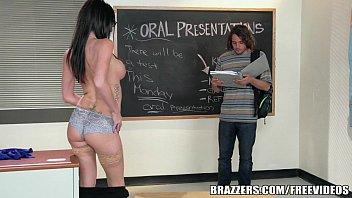 Sexo para celular safada fodendo com colega na sala de aula