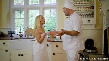 Siririca HD loira vadia foda co cozinheiro depois do banho