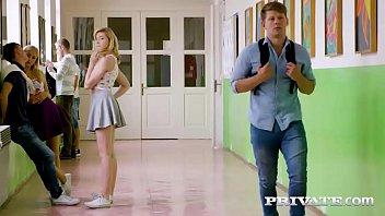 Vídeos de sexos lésbicas se pegando no banheiro da escola