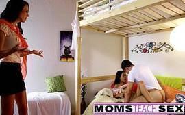 X video porno online com as duas gostosas de morenas que são mãe e filha se pegando bem gostoso dentro do quarto