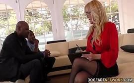 Brandi Love a coroa mais boa de todos os tempos dando para dois negros bem dotados da porra que lhe comem de um jeito bem selvagem