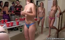 Milfs ninfetas ficando louca numa festinha de sexo e putaria