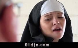 Comendo a freira safada com tudo em um sexo doido
