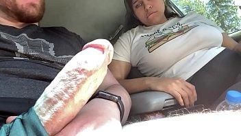 Video xxx amigas ficam com tesão vendo desconhecido bater punheta no carro